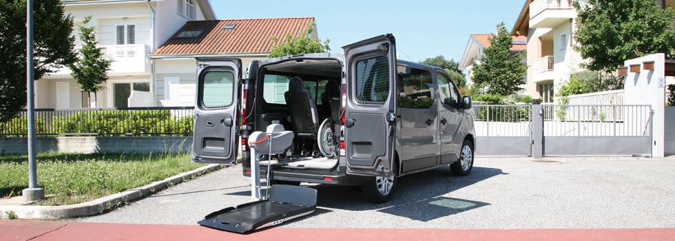 auto disabili opel vivaro combi per trasporto disabili. Black Bedroom Furniture Sets. Home Design Ideas